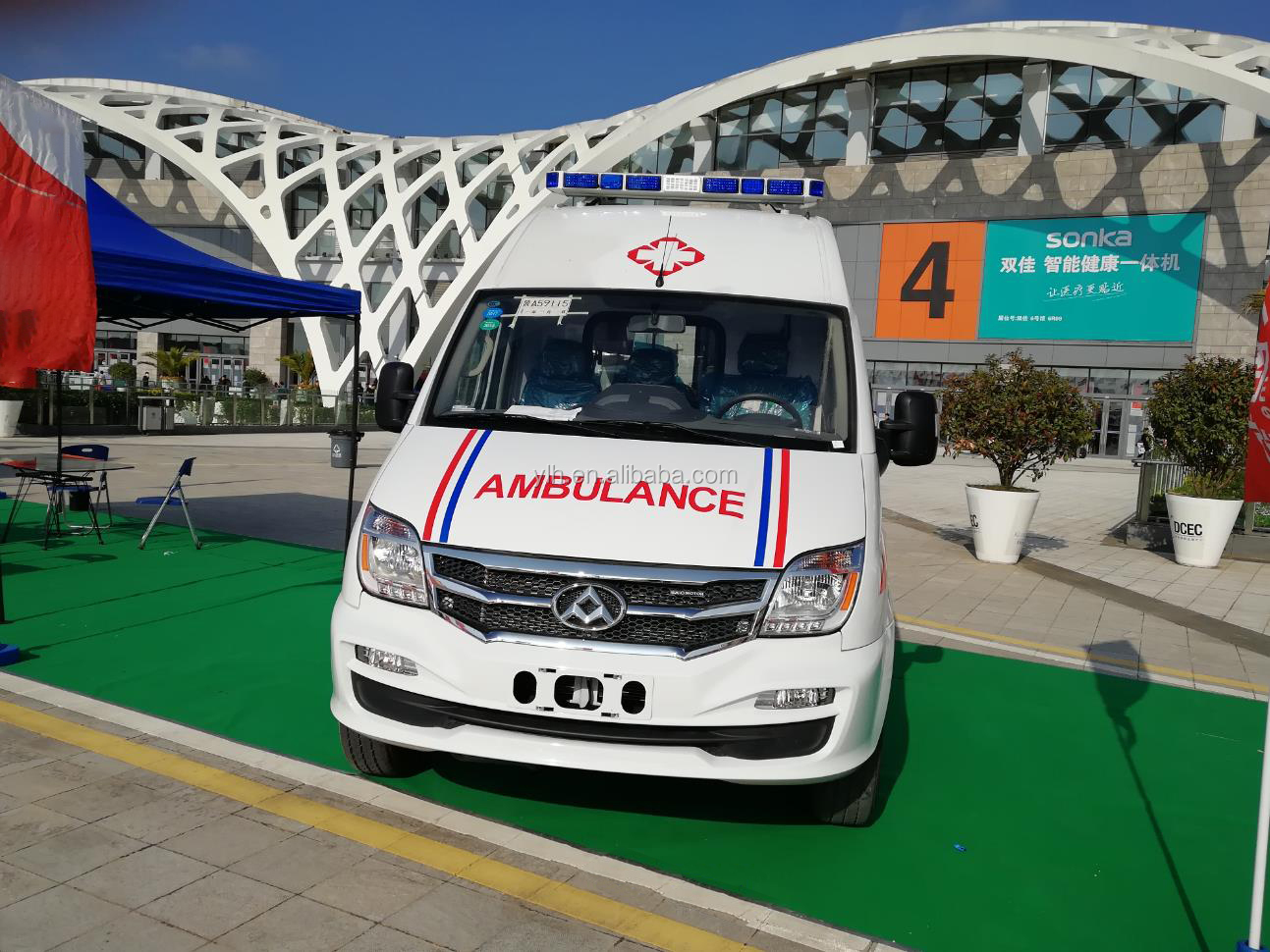 Advanced China new ambulance rhd for sale