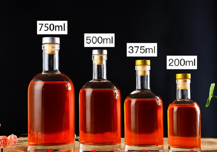Wholesale OEM custom 200ml 375ml 500ml 700ml 1000ml empty  luxury vodka glass bottle