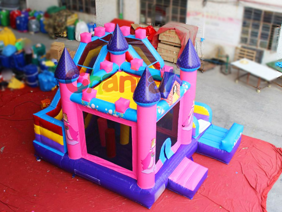Pentagon Shaped Kingdom Inflatable Castle/indoor pvc inflatable bouncer for kids