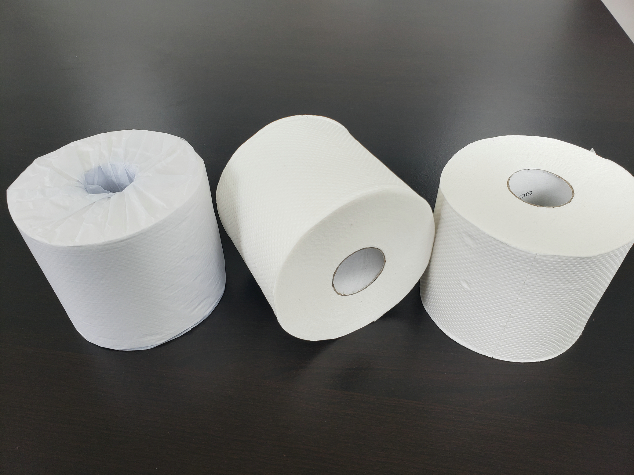 Factory Price Recycled Pulp 4 Rolls Pack Hotel Room Small Roll Paper Core Toilet Paper Sanitary Paper