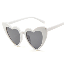 Latest design Classic pc <strong>plastic</strong> Oval AC UV400 lens heart shape love <strong>Sunglasses</strong> Women glasses frame