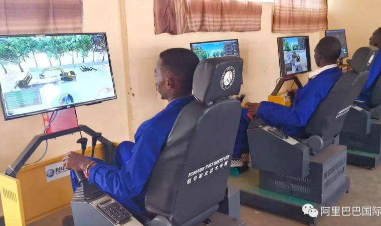 eWTP助力中国制造出海,卢旺达小哥学开挖掘机月入20万