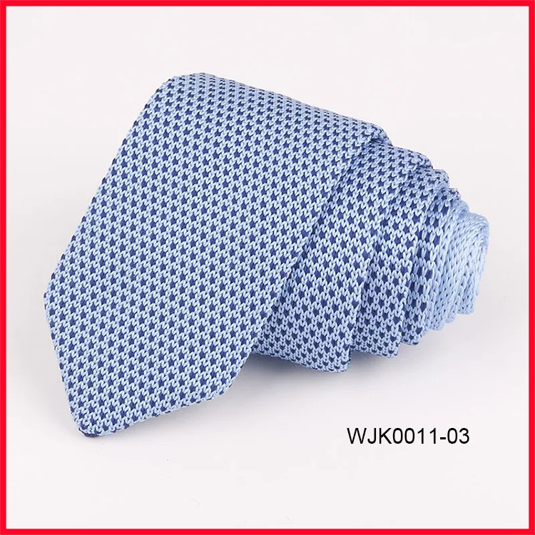Hot Sale Fashion Blue Polka Dots Triangle End Polyester Knitted Ties for Men