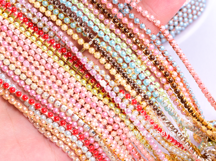 Wholesale New SS8 10 Yards Per Roll 2.5mm Plastic Pearl Rhinestone Trimming Chain Close Cup Rhinestone for Sandals Decoration