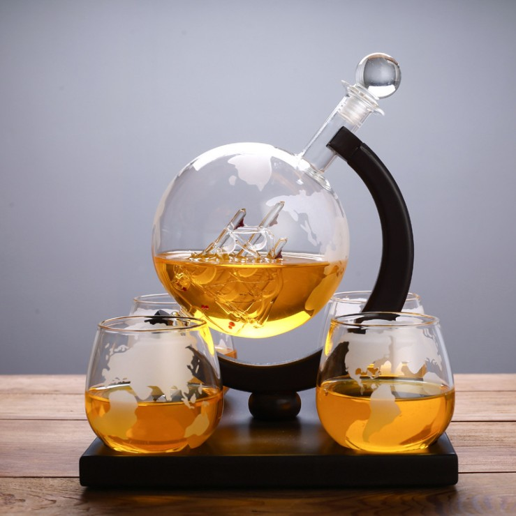 Factory directly sale globe whiskey decanter with ice stones