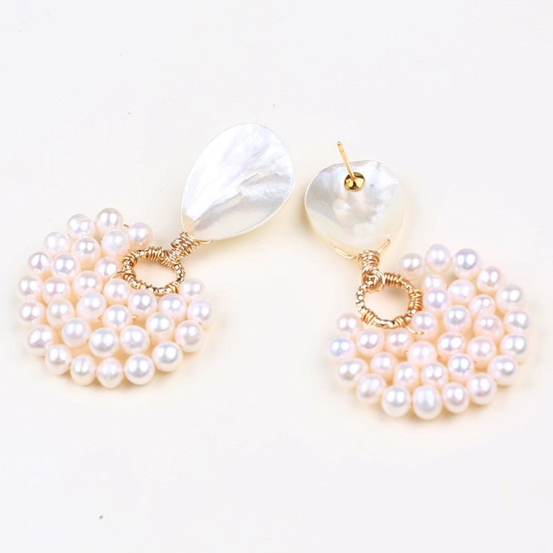 Handmade women gold design freshwater pearl earrings