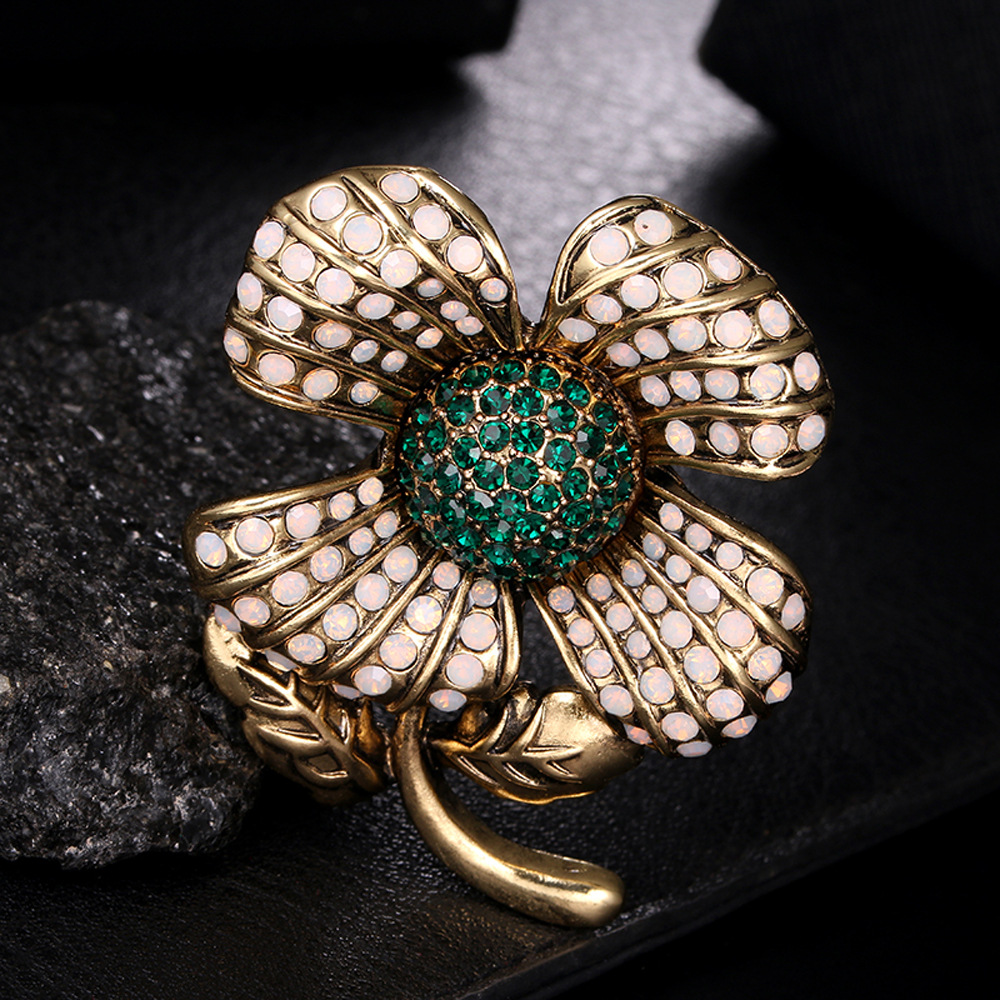 Exaggerate Vintage Flower Shape Crystal Rhinestone Brooches for Women Wholesale
