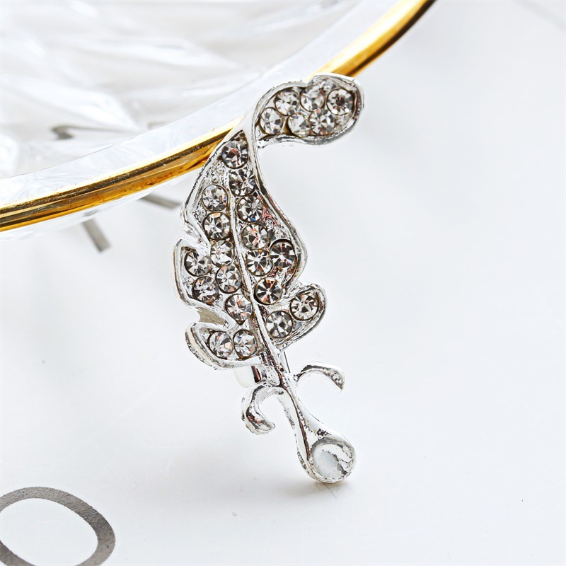 Trade Assurance Korean style new fashion sweet crystal rhinestone leaf design brooch unisex pin for party gifts wholesale