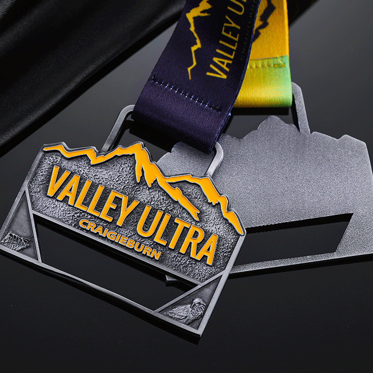 Antique silver 3D zinc alloy custom design your metals medal,sports finisher marathon running medals