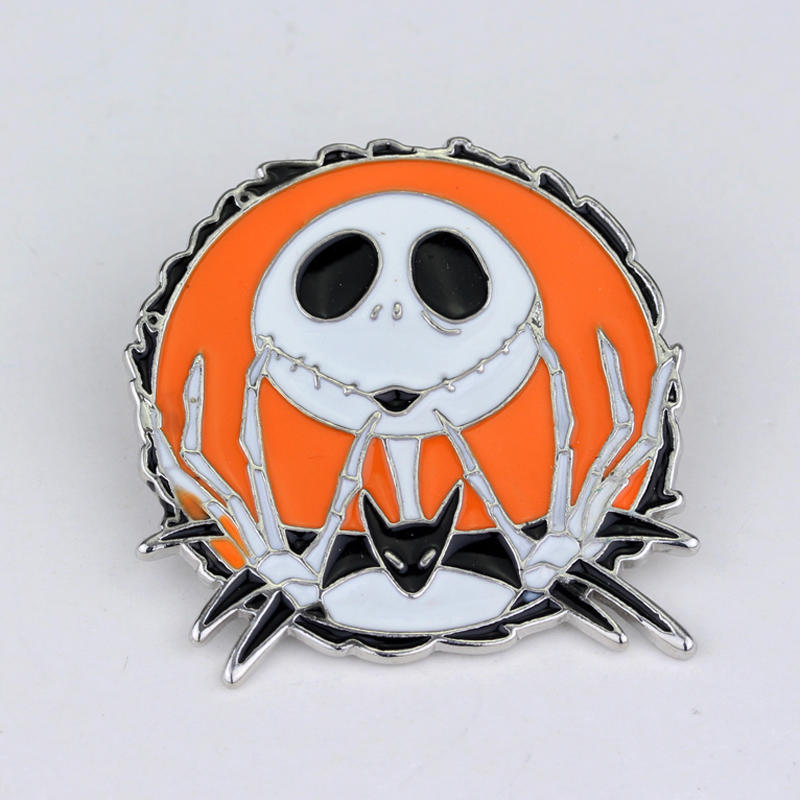 The nightmare Before Christmas Eve Scared Skeleton Modeling Brooch Clothing Accessories Movie Jewelry