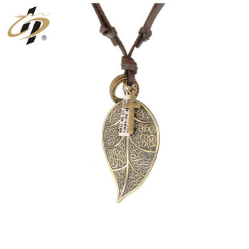 Factory sale Gold Leaf Charming Pendant Necklace