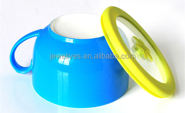 Good silicone sealing cover ceramic fresh salad bowl with hand grip