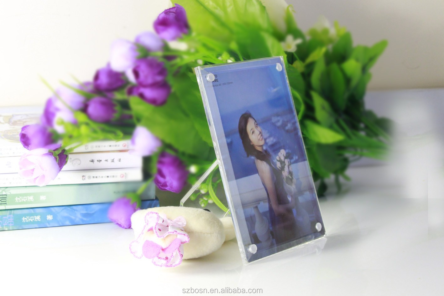 Durable Acrylic Picture Frame with Creative Design and Good Quality
