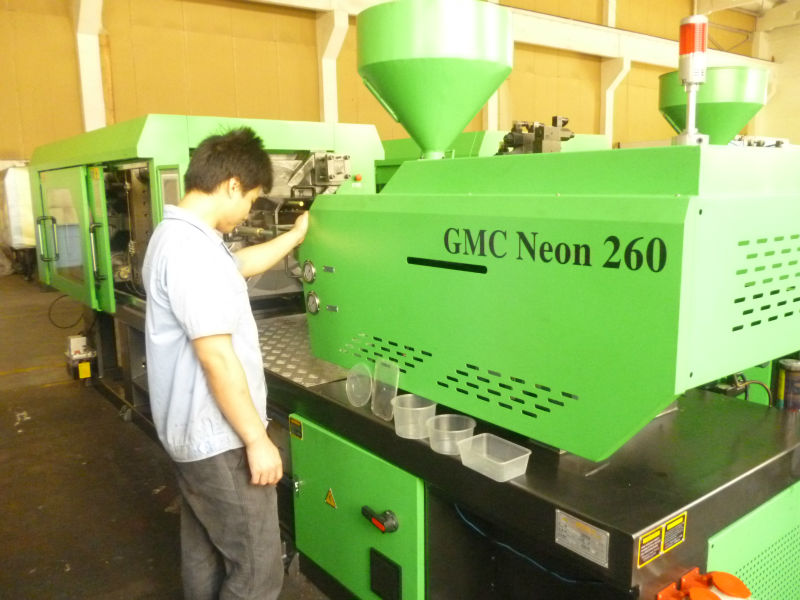 Plastic basket manufacturing machine