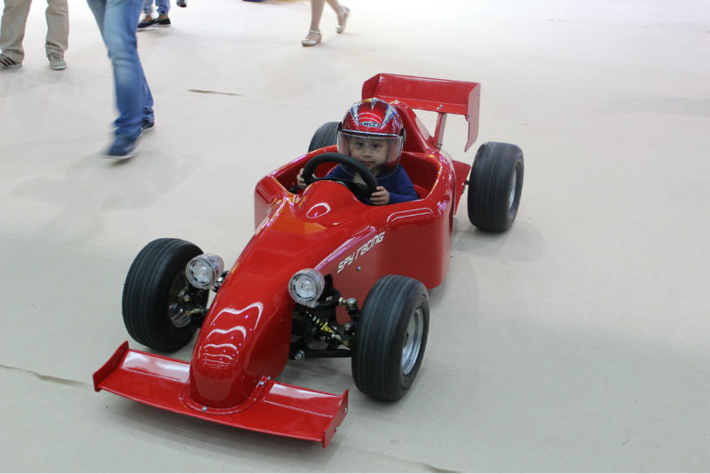 safety and interesting f1 go carts for kids driving with remote controler