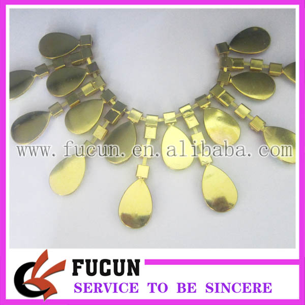 hot sale wholesale rhinestone cup chain with gold trimming.jpg
