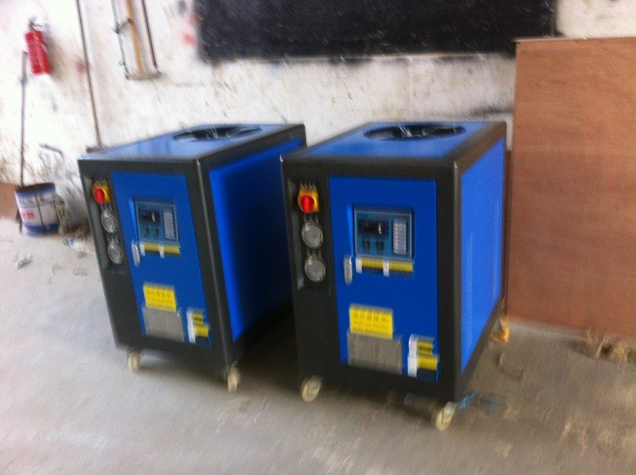 Single phase 220V With water tank Small Air cooled chiller for sale