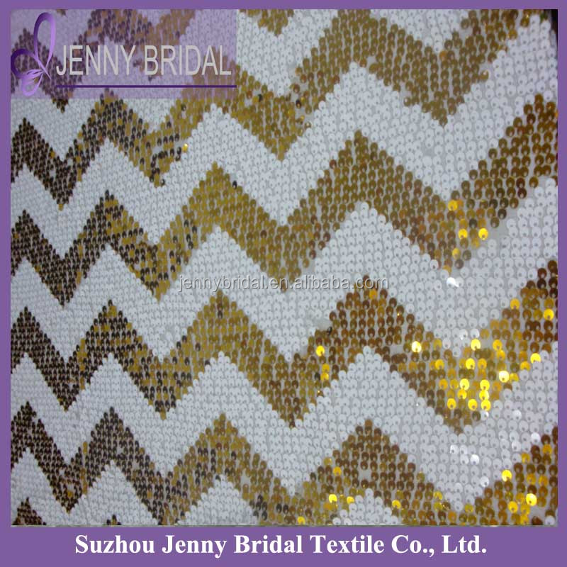 SQN70E1 Zig Zag White And Gold Chevron Sequin Table Runner For Round Tables