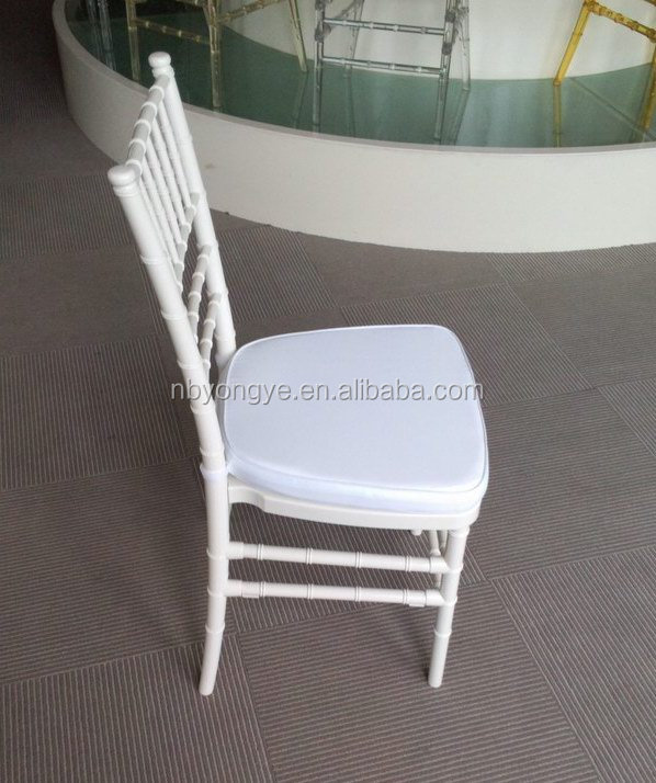 WHITE PLASTIC RESIN CHIAVARI CHAIR FOR OUTDOOR WEDDING