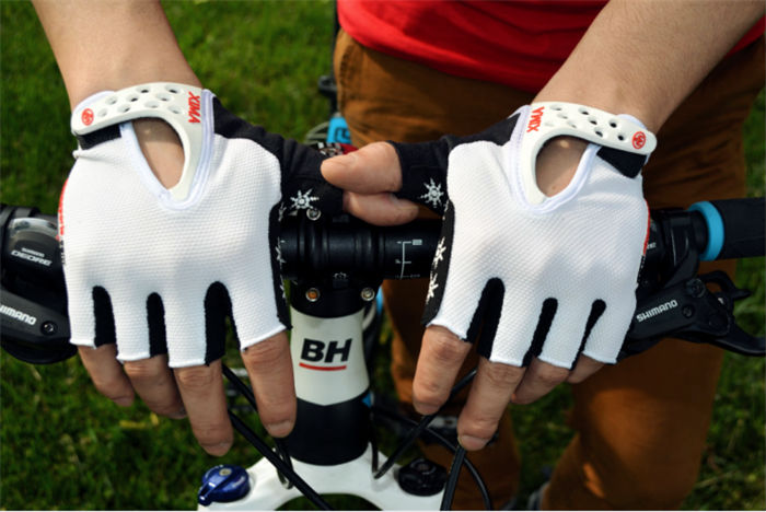 Cool Outdoor Fingerless Cycling gloves Bike Bicycle Sports Half Gloves for bikes 3 Color In Stock