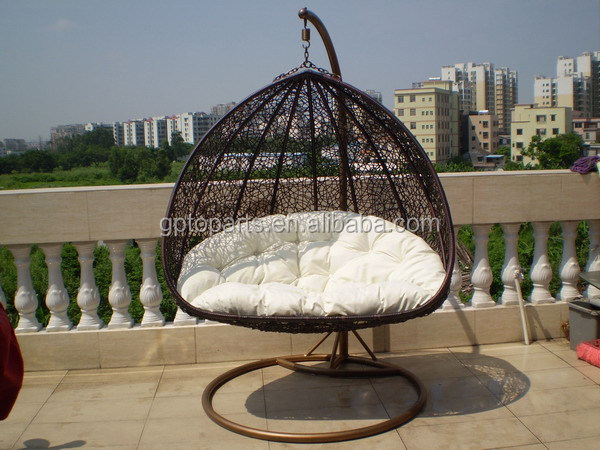 outdoor white rattan hanging egg chair hot sale garden. Black Bedroom Furniture Sets. Home Design Ideas