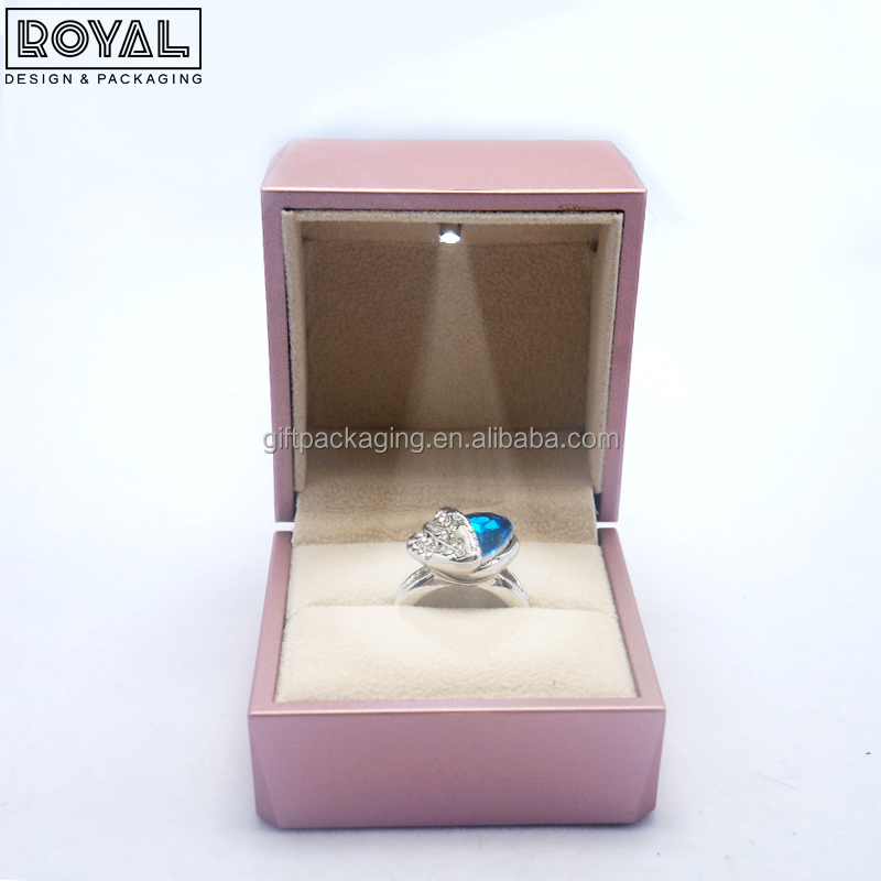Luxury pink color LED light jewelry ring box