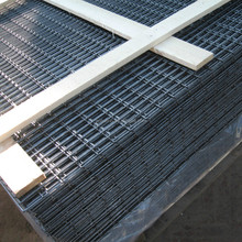 Welded mesh grating floor hot-dipped galvanized welded wire mesh panel/60mm opening wire fence
