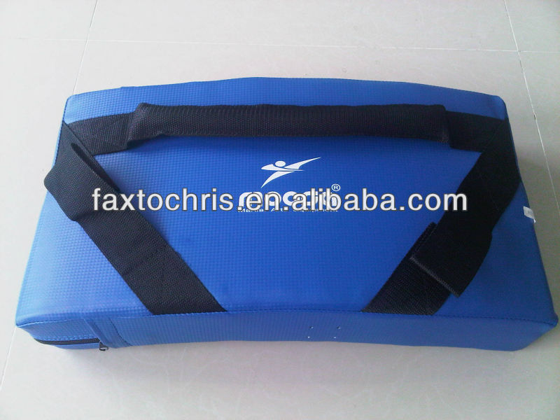 Medium curved kick shield kicking pad