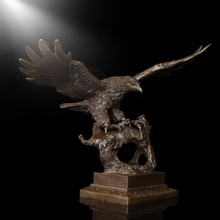 Indoor decorative bronze eagle sculpture for indoor decoration