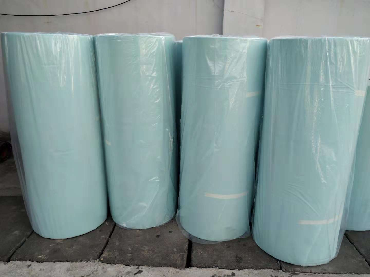 Manufacturer 100% Colorful Polypropylene Nonwoven Fabric Roll For Bag Making