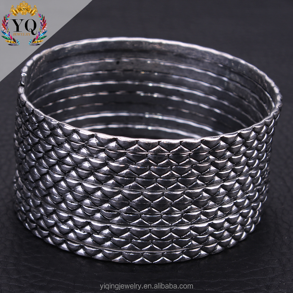 BYQ-00204 personality fashionable simple textured can reverse coil bangle