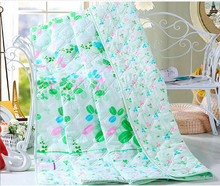 Cheap polyester quilt with different prints available, summer quilt