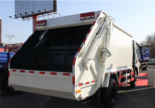China Famous Brand Dongfeng 4x2 120hp garbage can cleaning truck for sale
