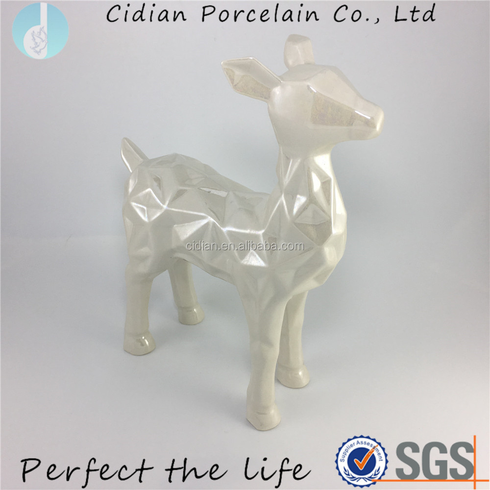 Ceramic Pearl Glaze Reindeer figurine for home decoration