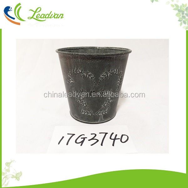 Retro and vintage style antique imitation rustic garden decorative small metal bucket for flowers