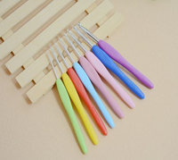 8pcs Colorful Soft Plastic Handle Aluminum Crochet Hooks Knitting Needles Set