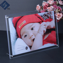 2018 hot sale acrylic wall mount picture frames with Chinese factory