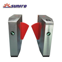 Automatic flap barrier type entrance gate