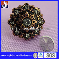 Bueatiful Crystal wholesale Different Types of Button