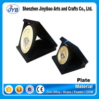 Wholesale cheap souvenir plates custom golden commemorative metal plate with wooden stand