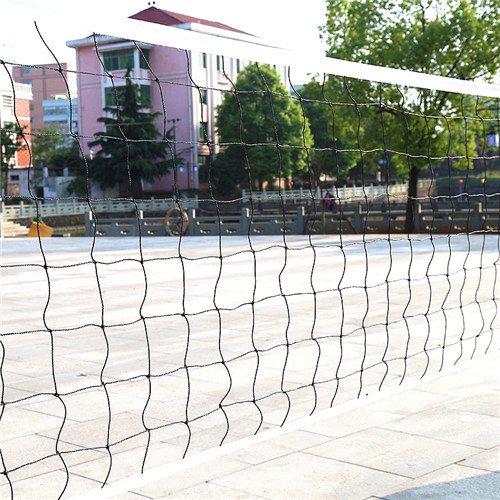 Standard outdoor knotted polyethylene volleyball net with steel cable , canvas border with carry bag size 32L* 3.28 feet