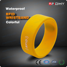 Colour Filled Silicone Wristbands RFID ID Band for Cashless Payments