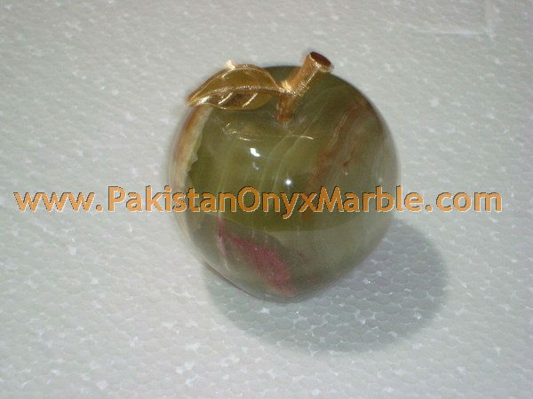 POLISHED LIGHT GREEN ONYX APPLE WITH BRASS LEAF HANDICRAFTS