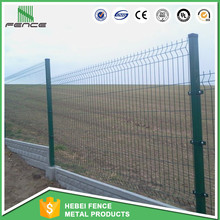 Decorative galvanized weld wire mesh fencing with metal square posts base