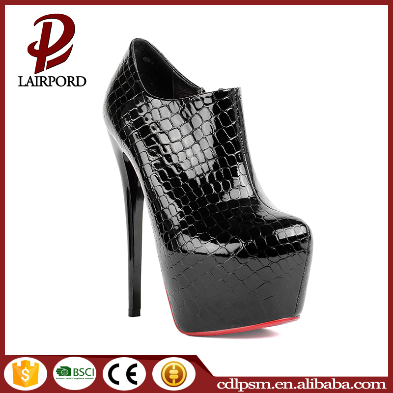 Fashionable black snakeskin design 16 cm sex metal thin high heel pump shoes woman with zipper decoration