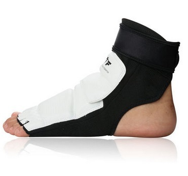 New High Quality Taekwondo Foot Protector KTA For Offical Competition Fighting Feet Guard Kicking Box foot