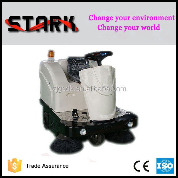 High performance vacuum road sweeper truck , floor dust cleaning machine