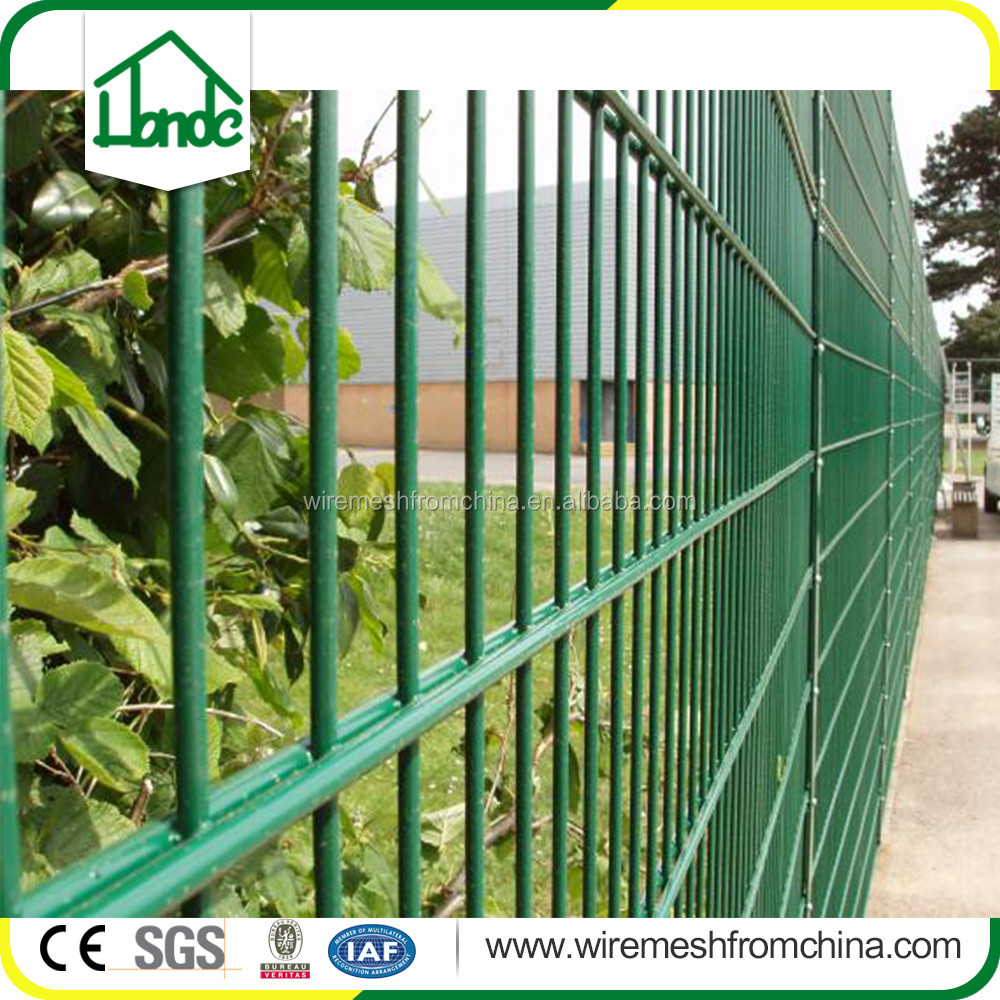 Hot dip galvanized and PVC coated double rods wire mesh fence