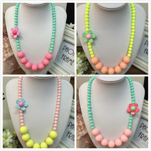 B001 Latest Baby Boutique Clothing Jewelry Toddler Girls Chunky Acrylic Beads Flower Necklace Wholesale