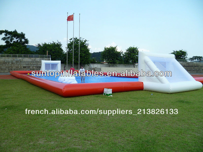 Football savon gonflable pas cher terrain de football for Terrain pas cher 91